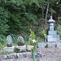 Photos: 源丞内の墓