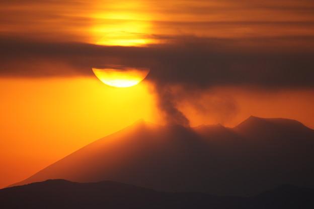 写真: 桜島に沈む夕陽 @ 都城市の金御岳  DSC04101