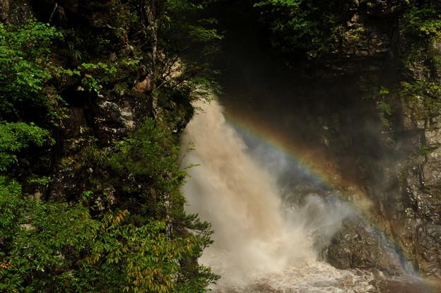 虹見の滝に虹がかかる^^