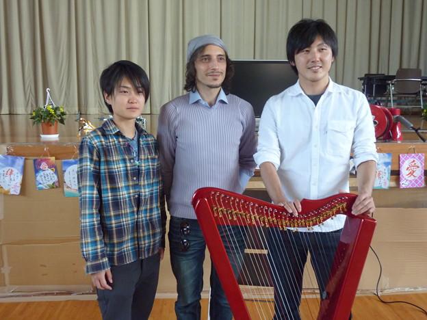 梁山体育館 - Fabius Constable Japan Aid 2011