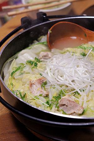 白菜とセロリと鶏肉の白湯スープ鍋