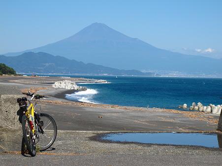 三保半島から望む富士山