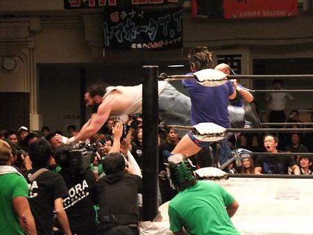 ドラゴンゲート 鷹木信悟vsブロディ・リー 20111012 (2)