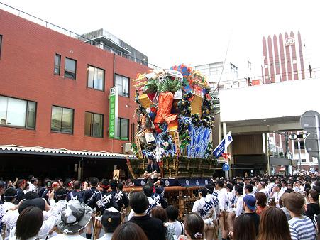 博多祇園山笠 2011 追い山当日の走る飾り山(変形後)2