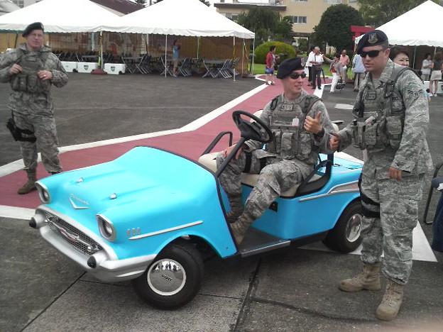 横田祭り 車と兵隊さんがマッチしないなあ