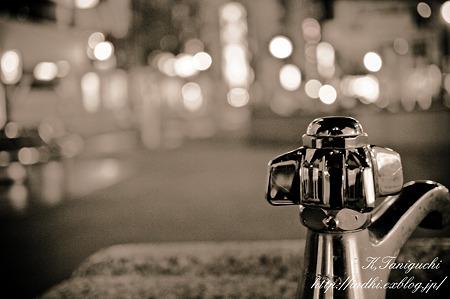 夜の水飲み NEX-5 SEL30M35