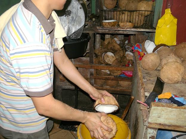 ココナツミルクの作業工程