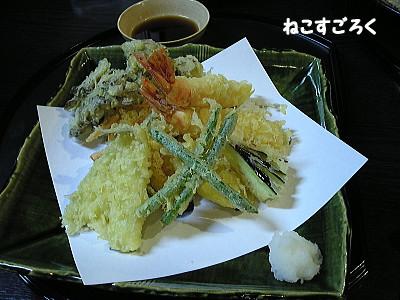 手打ちそば 満作 @ 鳩山(高坂駅)天ぷら盛り合わせ 900円