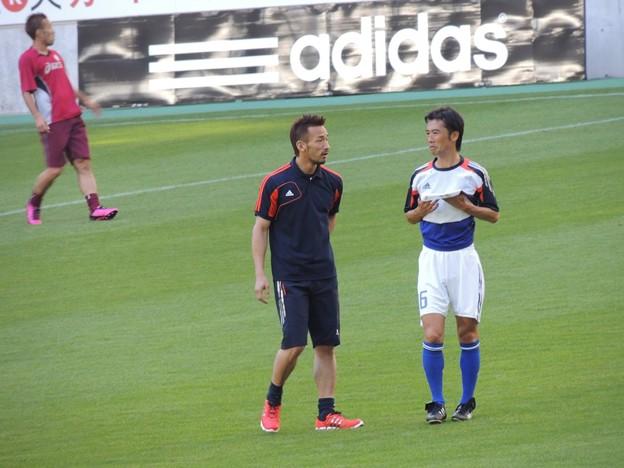 おしゃべりしてる中田ヒデと藤田さん。