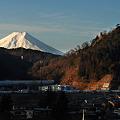 写真: E257系と富士山