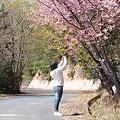 Photos: 山桜をお姉ちゃんが写してます