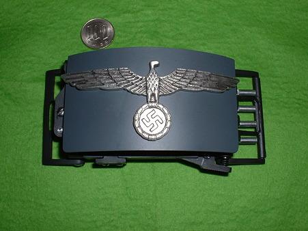 ベルト・バックル・ピストル レジン製モデルガン 正面から(ナチスのエンブレムは金属製の別マーク) Doburoku-TA